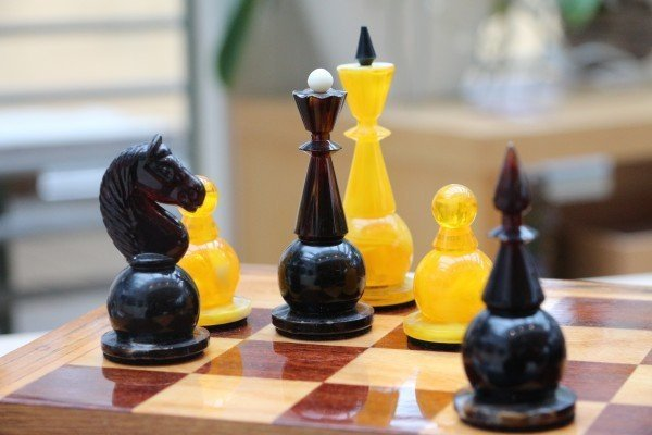 chess-chess-pieces-chess-board-chess-game-king