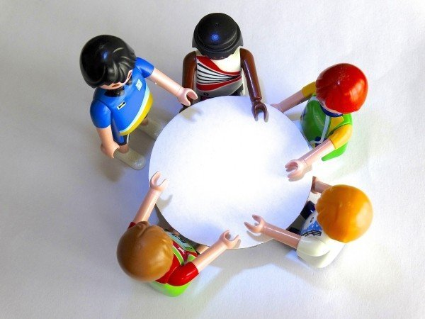 playmobil-figures-session-talk-come-together